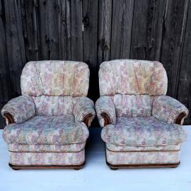 Dva fotelja iz tapiserija