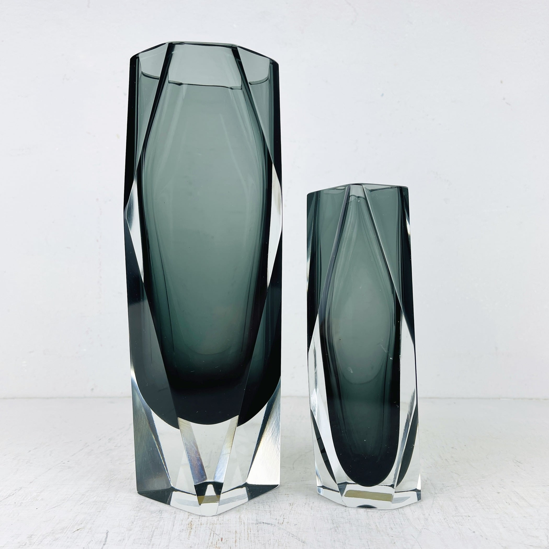 Set of 2 grey murano sommerso faceted glass hand-cut vases Gotham Collection by Mandruzzato Italy 1970s