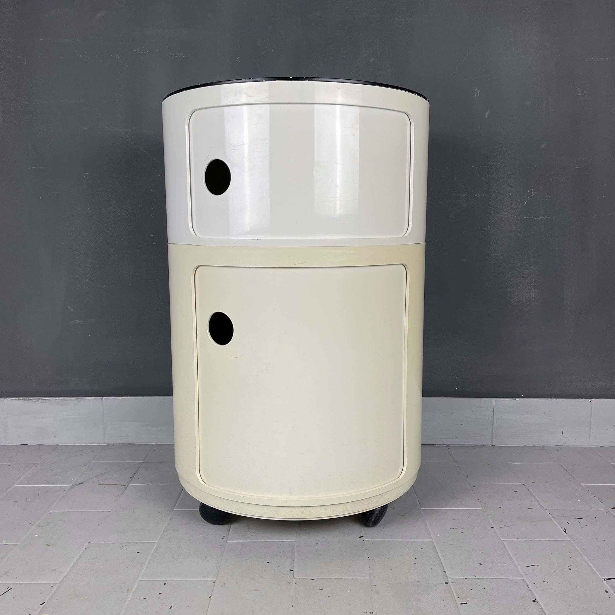 Mid-century plastic trolley Componibili by Anna Castelli Ferrieri for Kartell Italy 1970s