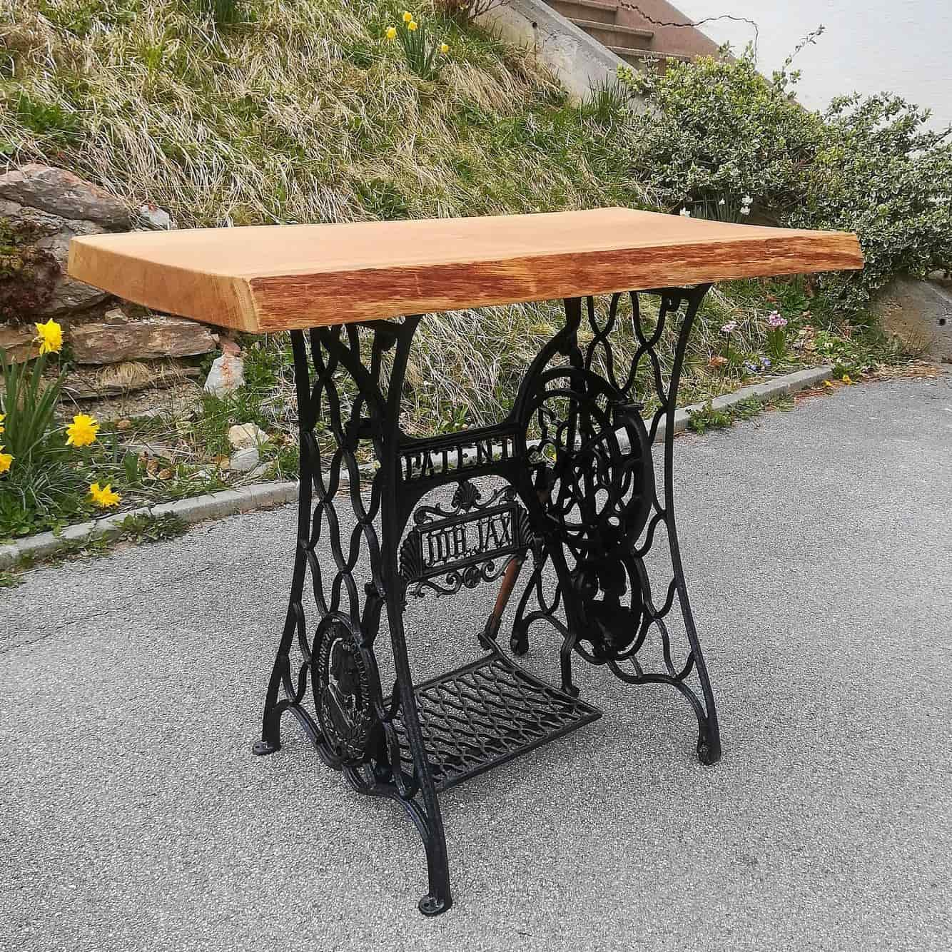 "Table ""Christoph Columbus"""