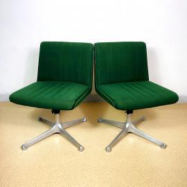 1 of 2 mid-century swivel green chairs P125 by Osvaldo Borsani for Tecno Italy 1970s Modernist Italian Loft Office