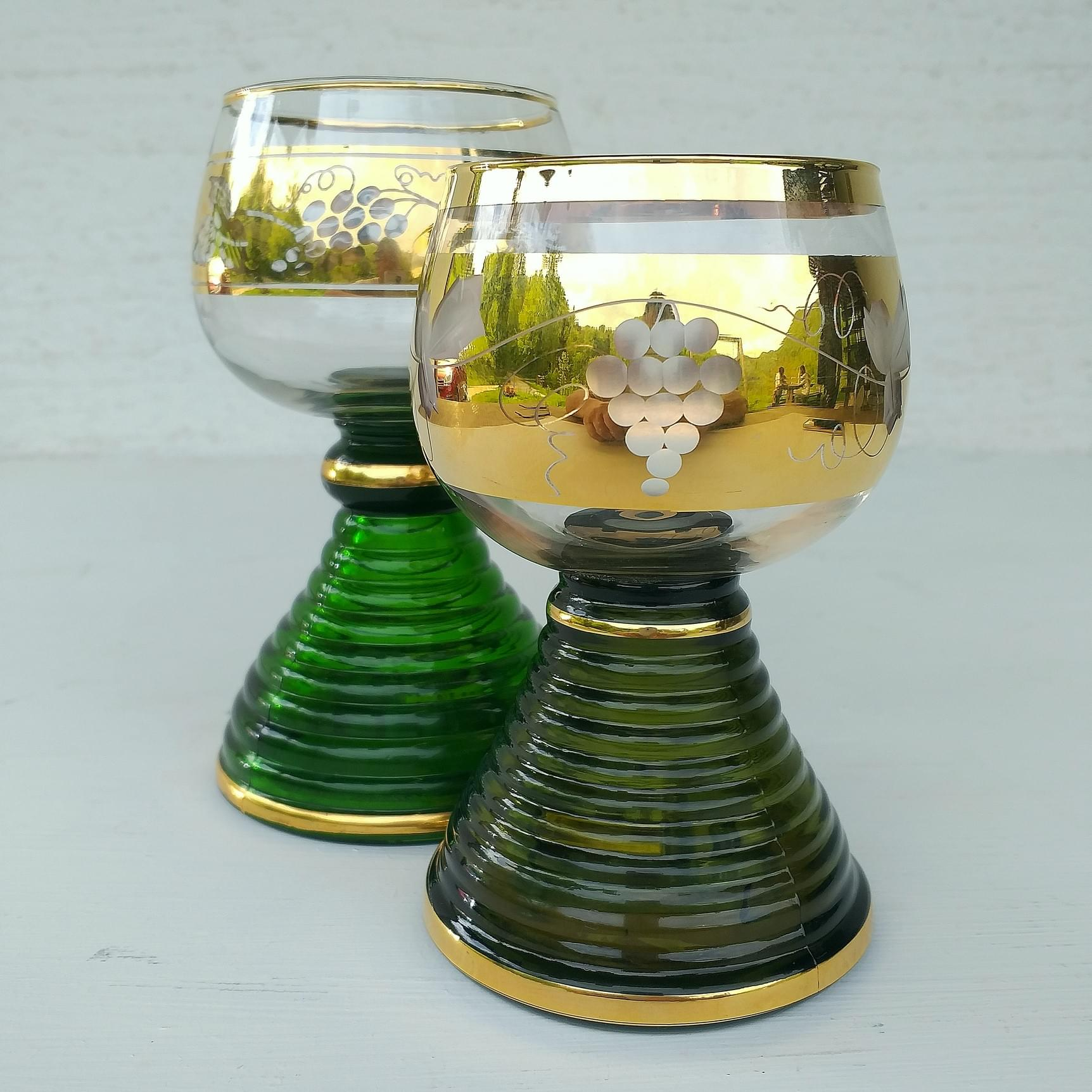 Musical wineglasses