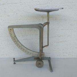 Vintažna poštna mehanska tehtnica