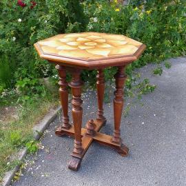 Izrezana konzolna miza