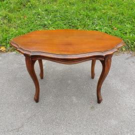 Stara lesena miza