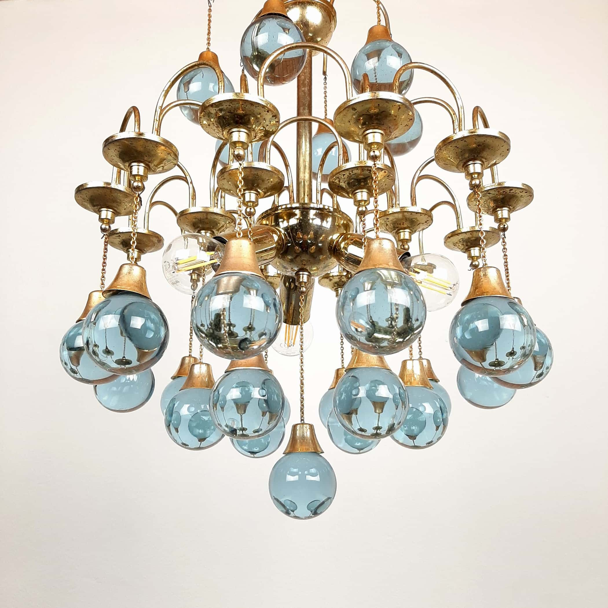 Vintage cascade murano glass chandelier Italy 1960s Brass and 25 murano balls